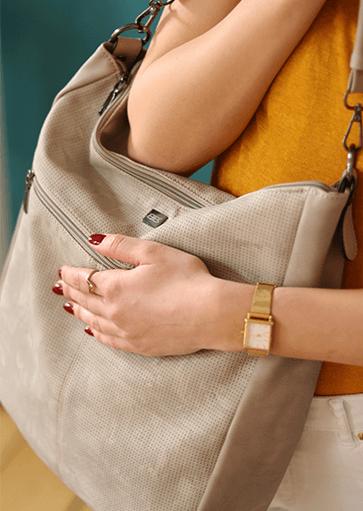 Handtaschen von Bernardo Bossi. Umhängetaschen, Handtaschen, Shopper, Abendtaschen, Rucksack, Henkeltaschen, Schultertaschen, Shopper. Preiswert und hochwertige Taschen. Taschen online kaufen. Damentasche kaufen. Überschlagtasche, taschen online kaufen, handtasche online kaufen.